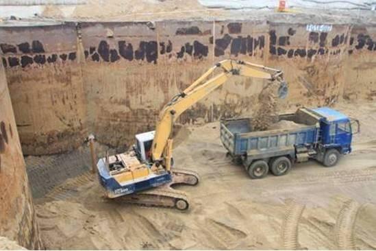 基坑开挖施工现场